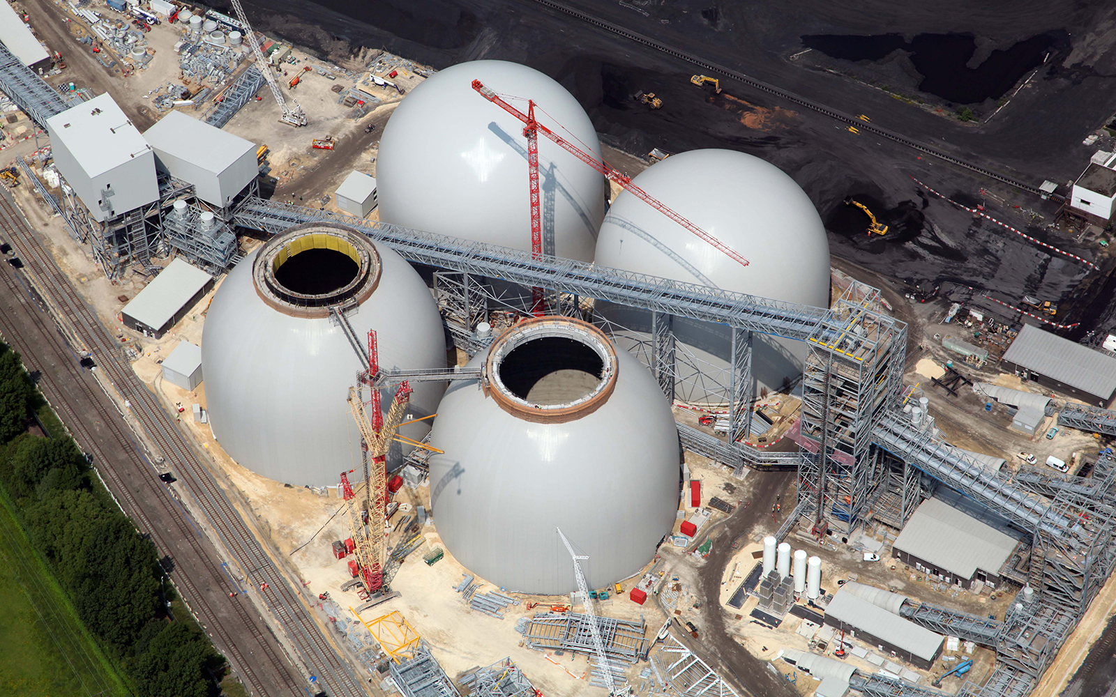 DRAX Aerial View of Biomass Storage Dome and Transfer Conveyor System Constru..._1600x1000.jpg