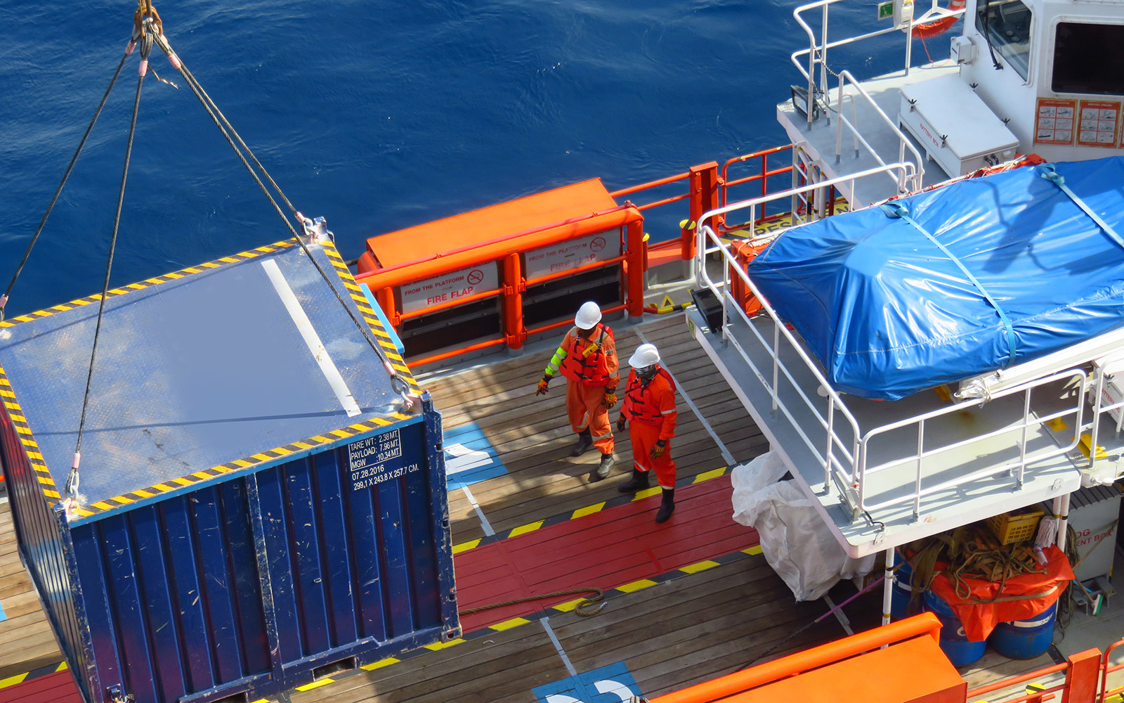 lifting cargo on to a supply vessel